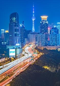 Veduta aerea di shanghai overpass a notte