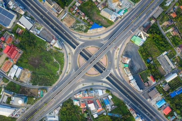 Veduta aerea di svincoli autostradali vista dall'alto della città urbana, bangkok, thailandia.