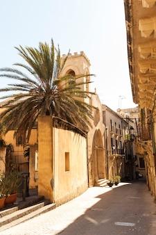 Veduta della chiesa di san martino vescovo, ortigia