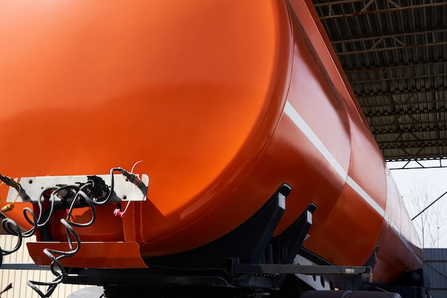 Veicolo speciale per il trasporto di acqua e altri fluidi tecnici o gas, camion con serbatoio