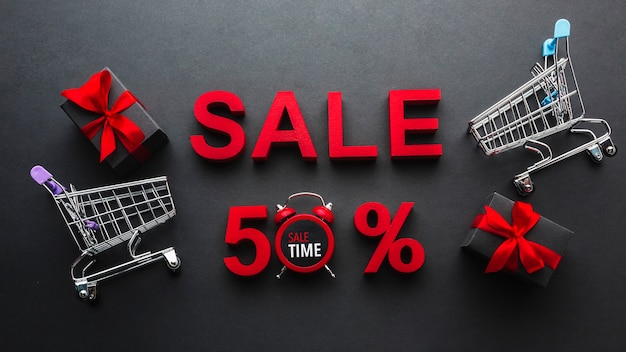Vendita sconto del cinquanta per cento con i carrelli della spesa
