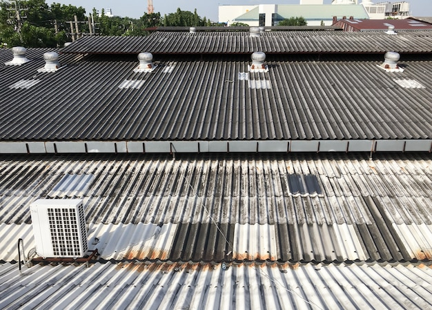 Ventilatori metallici e unità compressore.