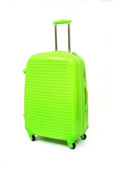 Verde di grande valigia moderna su un bianco