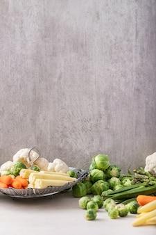 Verdi freschi pronti da cucinare