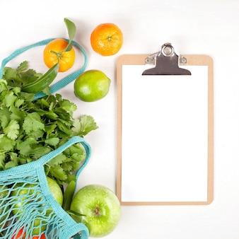 Verdure biologiche fresche di colore verde. concetto di mangiare sano