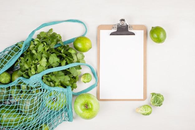 Verdure biologiche fresche in colore verde.