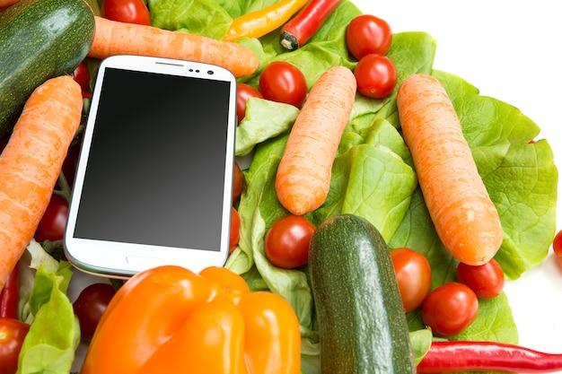 Verdure e uno smartphone