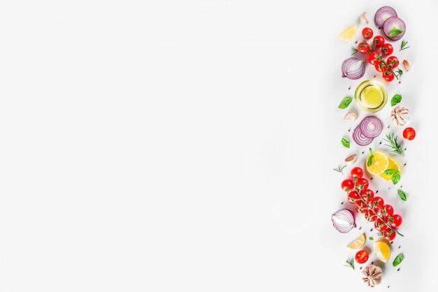 Verdure ed erbe per cucinare, vista dall'alto