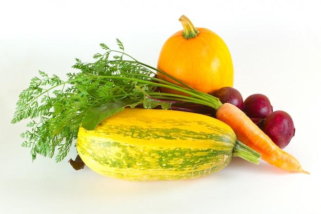 Verdure su uno sfondo bianco