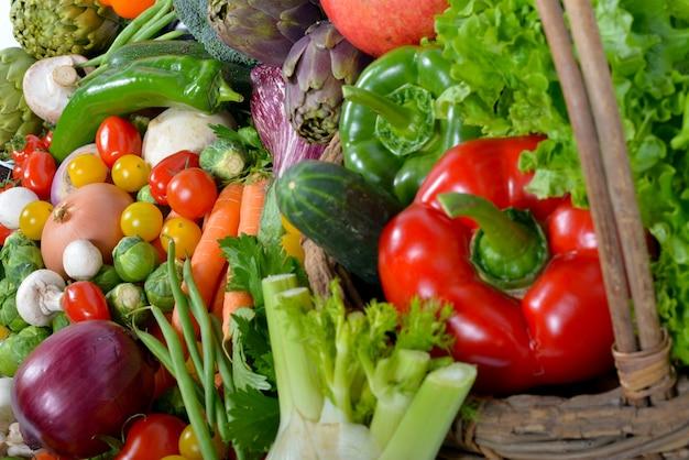 Verdure sul mercato da tavola