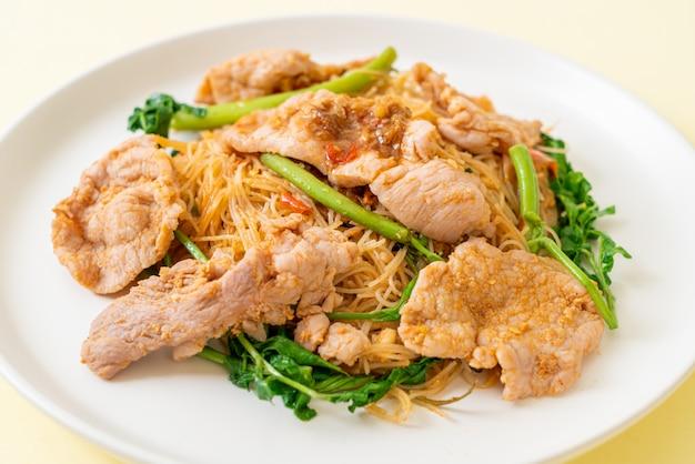 Vermicelli di riso saltati in padella con carne di maiale