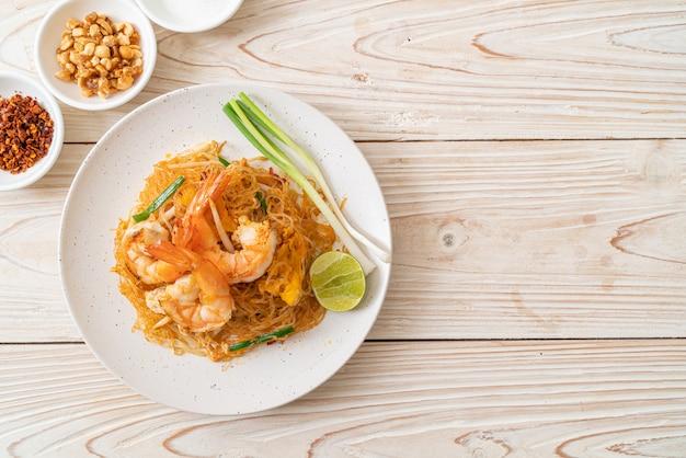 Vermicelli pad thai o thai mescolare vermicelli fritti con gamberi, stile di cibo tailandese