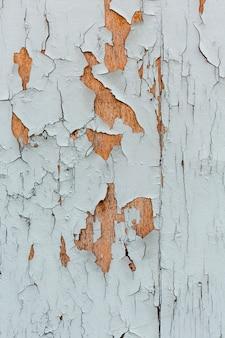 Vernice scheggiante su superficie di legno