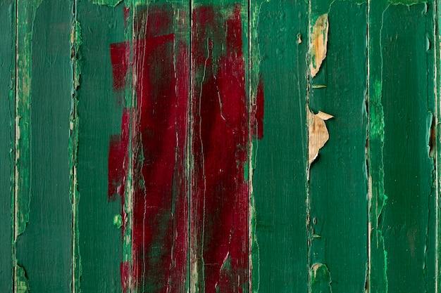 Vernice scrostata dalla superficie di legno