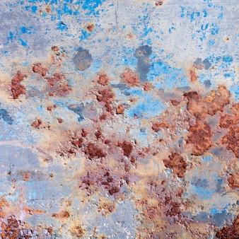 Vernice scrostata e vecchio fondo arrugginito del metallo