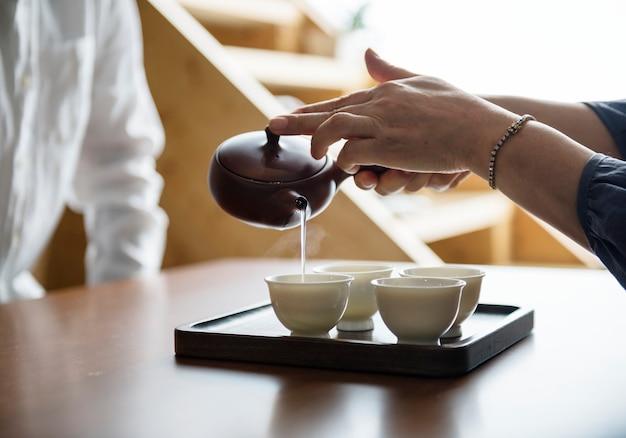 Versare il sake