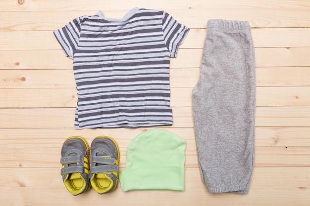 Vestiti per bambini per ragazzi
