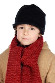 Vestito adorabile da ragazzo per l'inverno su uno sfondo bianco