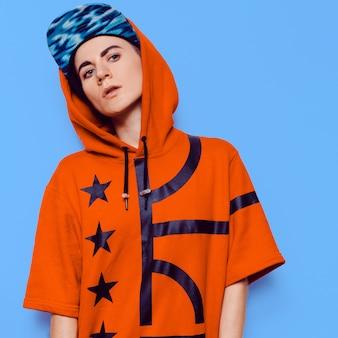 Vestito di cultura urbana moda ragazza stile hip-hop