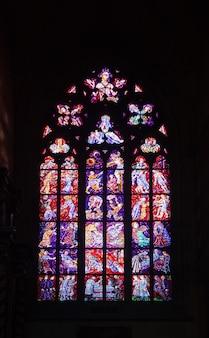 Vetrata nella cattedrale di saint vitus