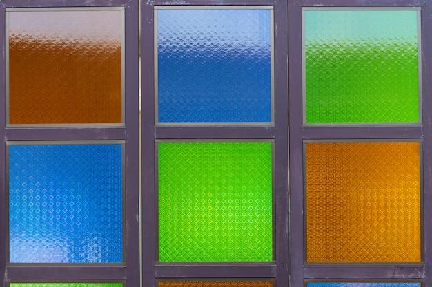 Vetro colorato con motivi sul vetro