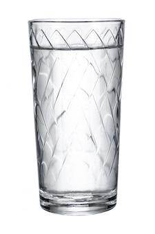 Vetro con acqua dolce su bianco