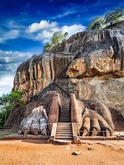 Via delle zampe del leone sulla roccia di sigiriya, sri lanka