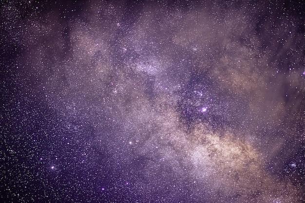 Via lattea nel cielo notturno