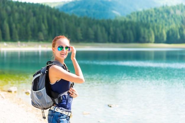 Viaggiatore al lago