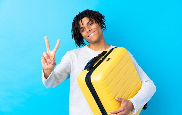 Viaggiatore con valigia