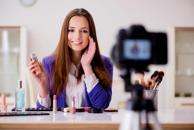 Video di registrazione di blogger di moda di bellezza