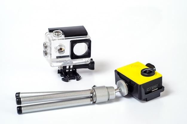 Videocamera di azione con custodia, videocamera di protezione sul mare.