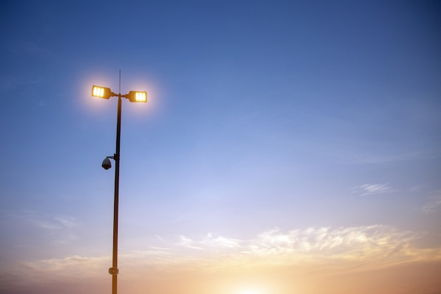 Videocamera di sicurezza a punti luce di sagoma in tempo senset