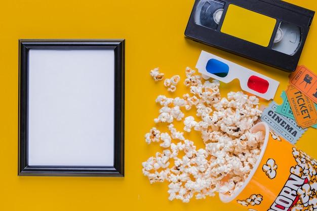 Videotape con popcorn e cornice