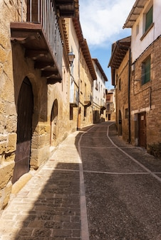 Vie medievali del villaggio antico di uncastillo nella regione dell'aragona, spagna.