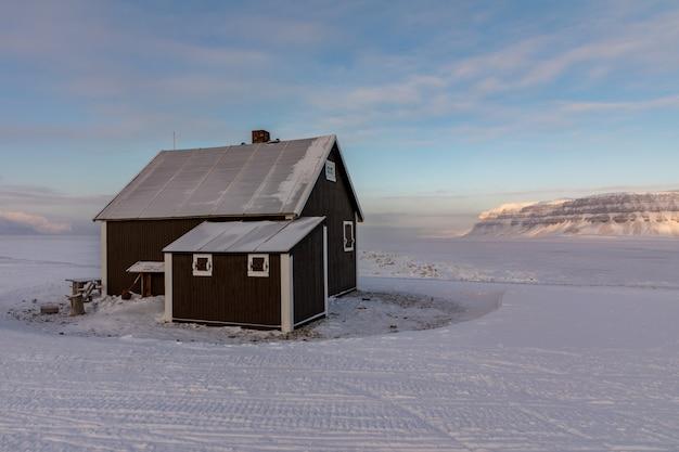 Villa fredheim, la famosa cabina di tempelfjorden, nelle svalbard.