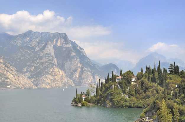 Villa sulle rive del lago di garda