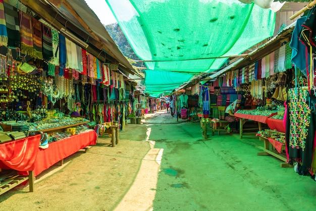 Villaggi nordici della tribù della tailandia o karen long neck village in tailandia