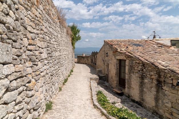 Villaggio antico di lacoste in provenza francia europa
