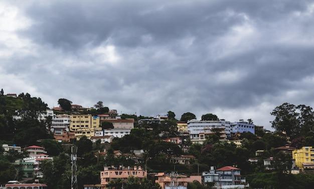 Villaggio colorato imballato molto stretto in india
