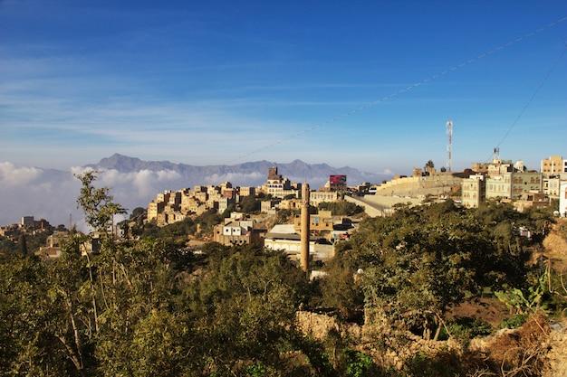 Villaggio di al-mahwit in montagna, yemen