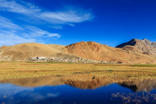 Villaggio di korzok su tso moriri, ladakh