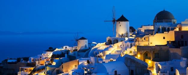 Villaggio di oia di notte