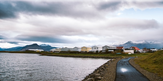 Villaggio di pescatori sulla costa orientale dell'islanda