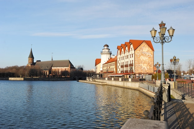 Villaggio di pesce a kaliningrad architettura stilizzata di konigsberg prima della guerra e costruzione di edifici in stile tedesco, kaliningrad, russia