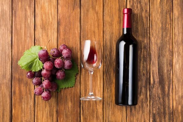 Vino parallelo e uva rossa