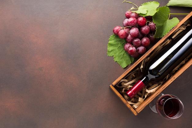 Vino rosso obliquo rovesciato