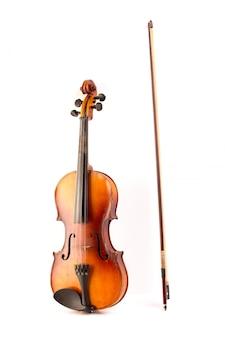 Vintage retrò violino isolato su bianco