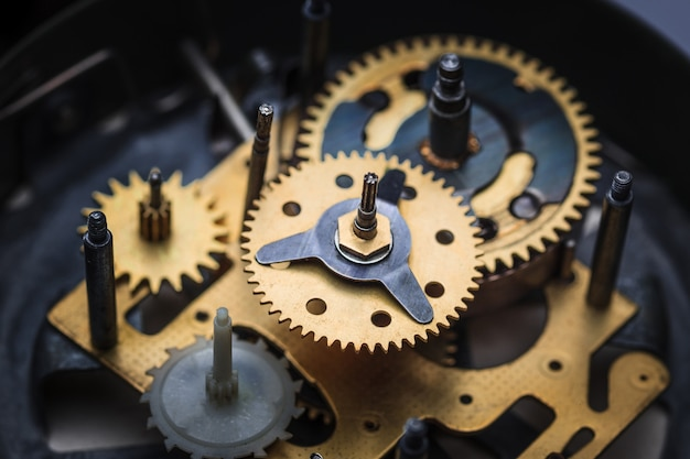 Vista a macroistruzione del meccanismo dell'orologio