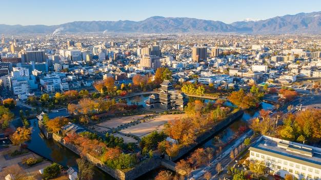 Vista aerea alba del castello di matsumoto nella città di nagano, in giappone.